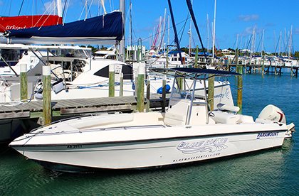 Paramount 26' with a single engine from our boat rental