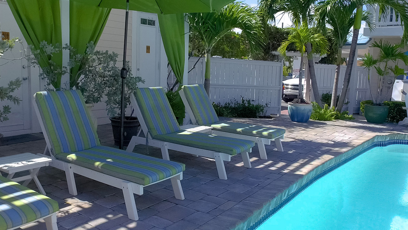 Harbour View Marina in Marsh Harbour, Abaco - Lounge chairs by the pool